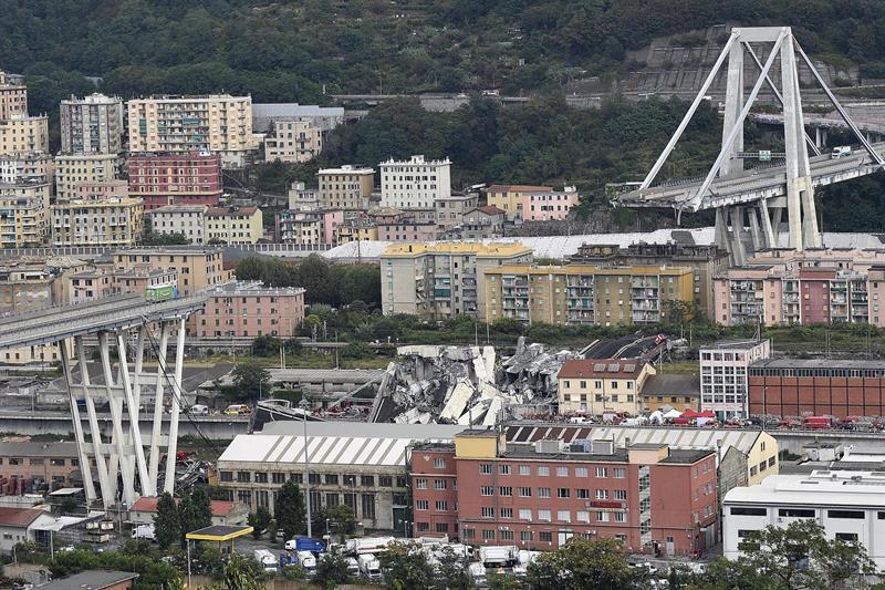 Puente derrumbado en Génova.
