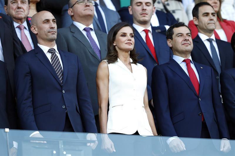 Doña Letizia asistió al evento en un palco que reunió a autoridades políticas y deportivas