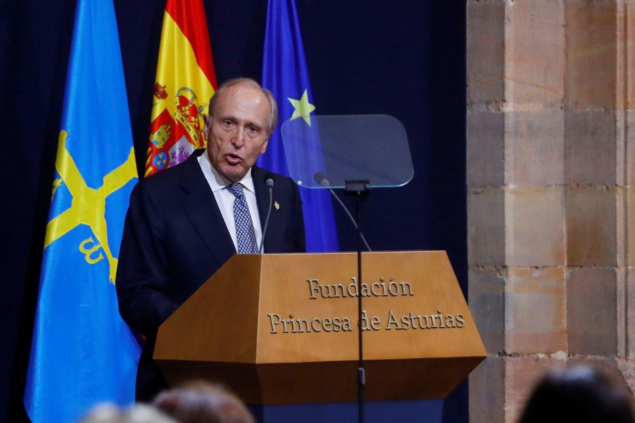 El presidente de la Fundación Princesa de Asturias, Luis Fernández Vega, interviene durante la ceremonia de entrega de los Premios Princesa de Asturias.