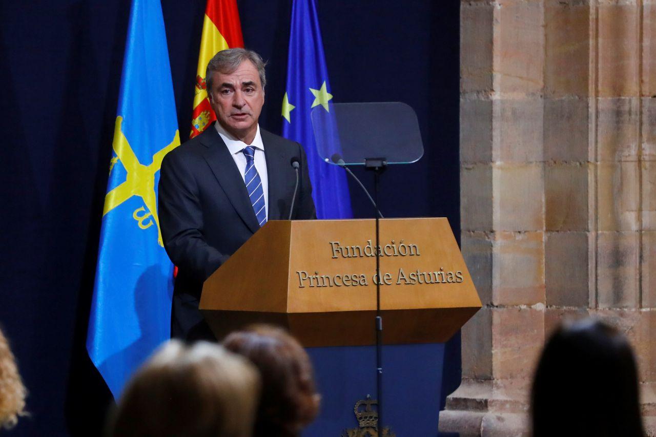 El piloto Carlos Sainz, premio Princesa de Asturias de los Deportes, ofrece un discurso durante la ceremonia de entrega de los Premios Princesa de Asturias.