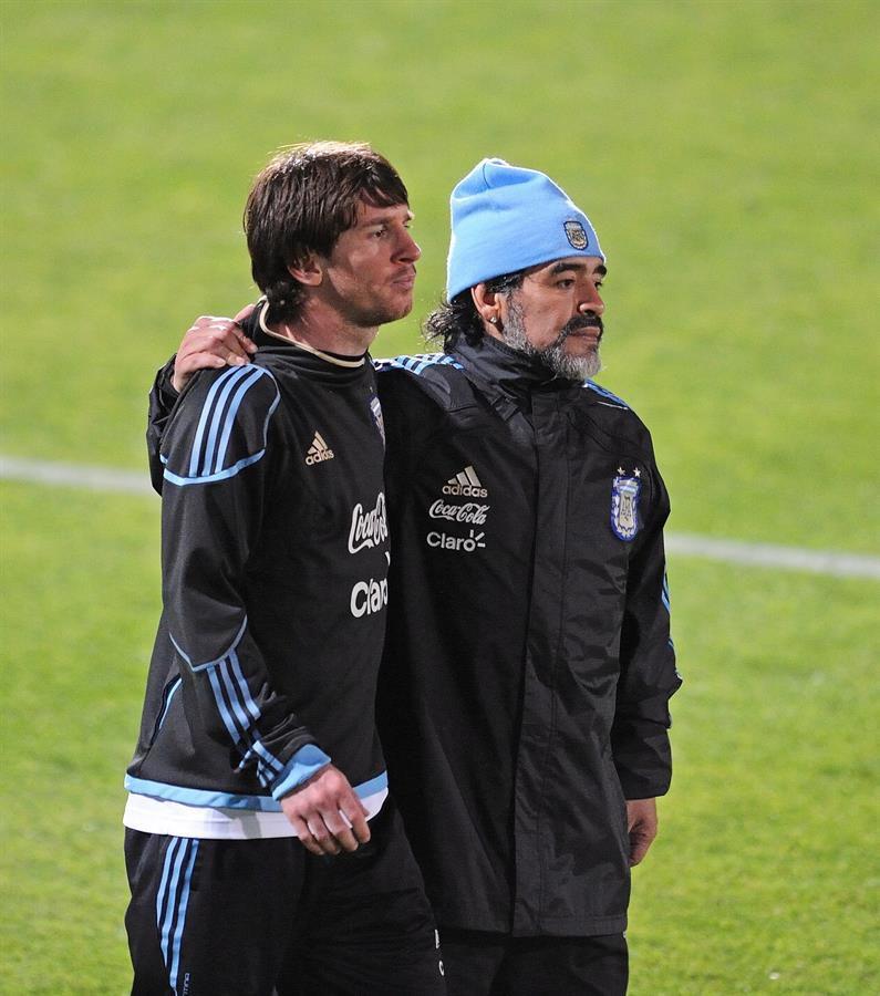 Maradona junto a Leo Messi.