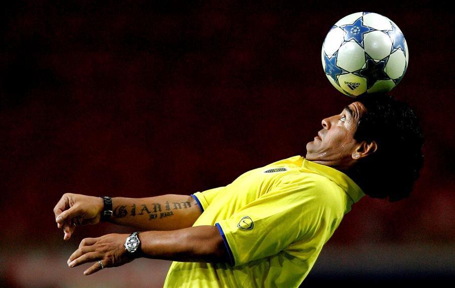 Maradona tras un amistoso entre Boca y Ajax, en 2005.