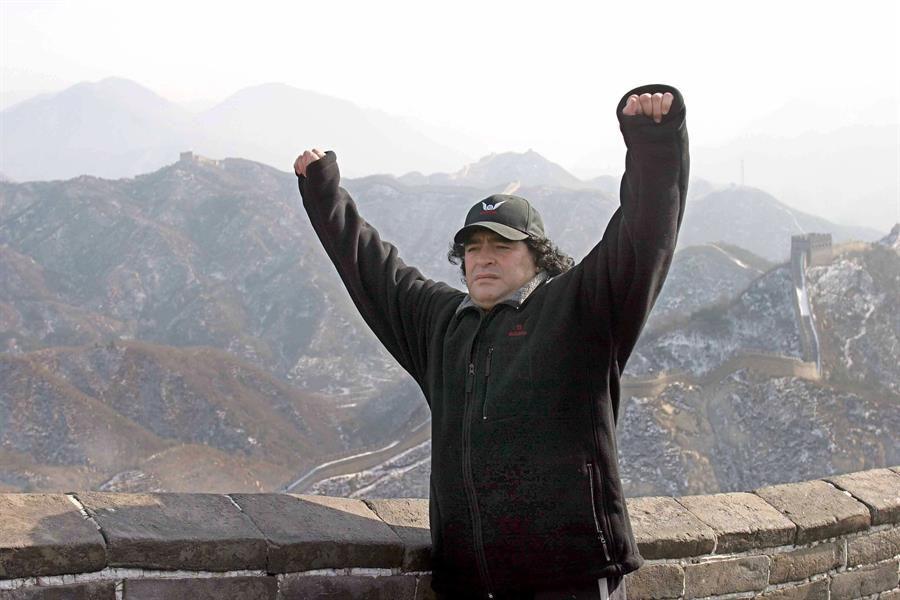 Maradona visitando la Gran Muralla China en 2003.