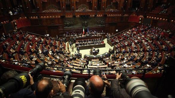 Italia aprueba en referéndum recortar un 38 % el total de parlamentarios