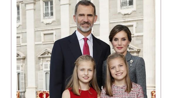 Los Reyes felicitan la Navidad a los españoles desde el Palacio Real