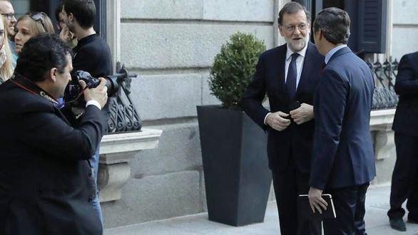 Rajoy, en marcha: Merkel, Santos y Correa, primeros interlocutores