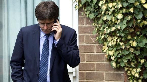 Puigdemont llama a Rajoy para felicitarle y se emplazan a hablar