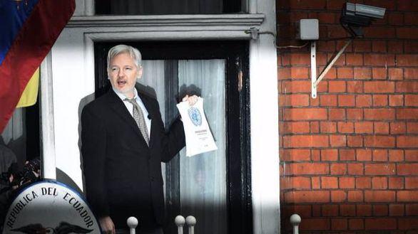 Assange irrumpe en la última semana de campaña en EEUU