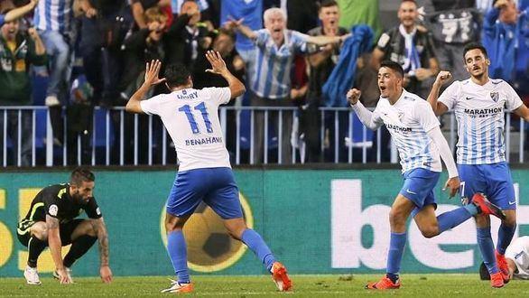 El Málaga remonta ante un Sporting con diez |3-2