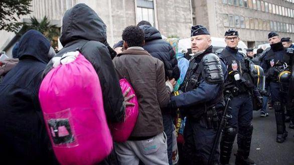 París abre su primer centro de acogida de inmigrantes