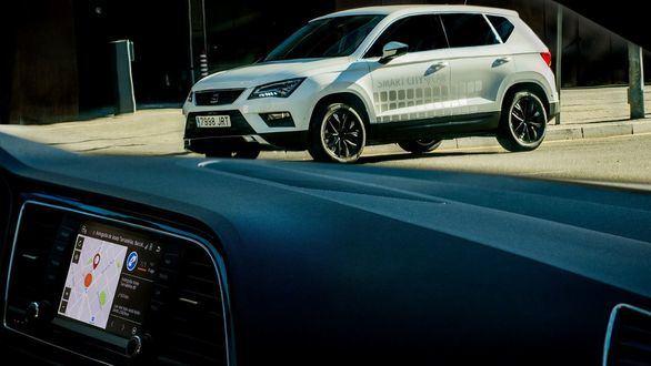 Motor. Seat Ateca Smart City Car facilita la búsqueda de aparcamiento