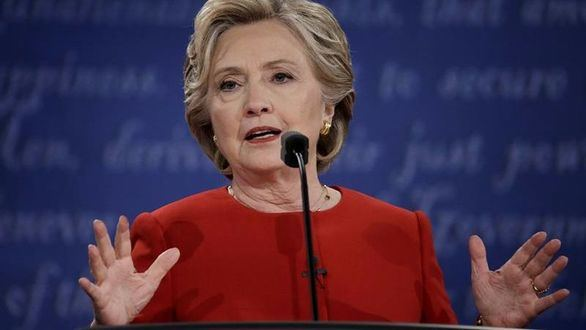 Clinton reconoce que le ha costado salir de casa tras su derrota