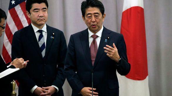 El primer ministro de Japón Shinzo Abe tras su reunión con el presidente electo de los Estados Unidos Donald Trump