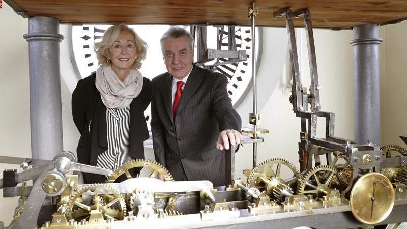 Teatro visitas y uvas por los 150 a os del reloj de la for Puerta del sol uvas
