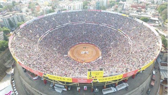 El toro en México. ¿Cae el público? La afición le sacó la vuelta a la toreada