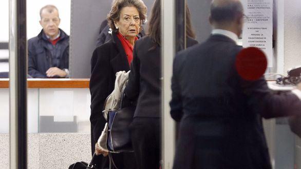 La senadora y exalcaldesa de Valencia por el PP, Rita Barberá, a su llegada esta mañana a la sede del Tribunal Supremo para declarar voluntariamente como investigada o imputada por un delito de blanqueo de dinero relacionado con el caso Imelsa.
