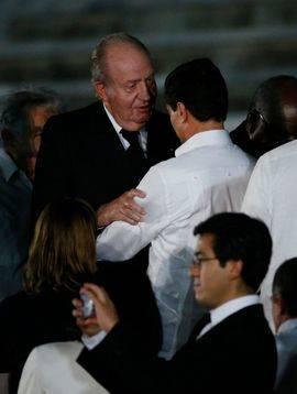 El rey Juan Carlos asiste al acto celebrado para despedir al fallecido líder cubano Fidel Castro, en la Plaza de la Revolución de La Habana (Cuba)