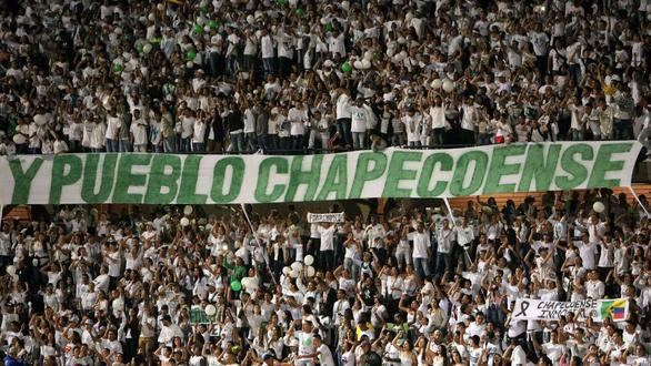 Emotivo homenaje al Chapecoense:
