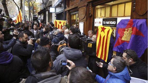 En libertad los 5 detenidos de la CUP por quemar fotos del Rey