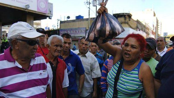 Maduro lleva el caos y los saqueos a Venezuela con la supresión del billete de 500 bolívares