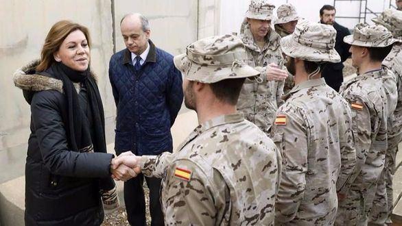 Cospedal visita a los militares españoles desplegados en Irak