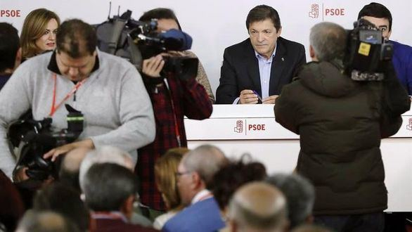 La gestora aplasta a los críticos y marca el calendario del PSOE