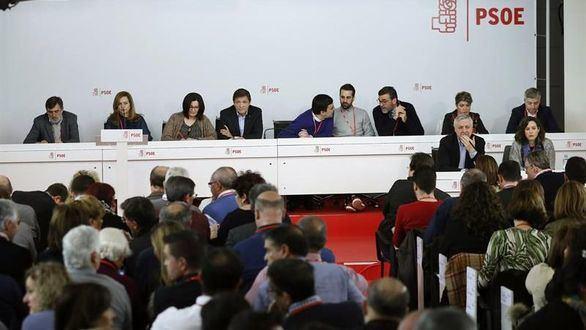 La gestora propone que las primarias del PSOE sean en mayo y el congreso en junio