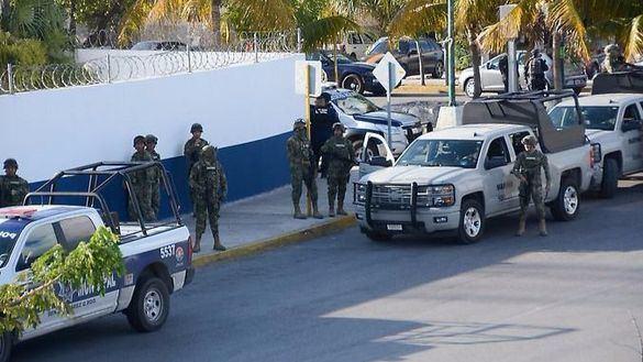 Mueren un policía y tres atacantes en un tiroteo en Cancún