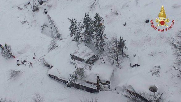 Alud en Italia: recuperan cuerpos del hotel sepultado