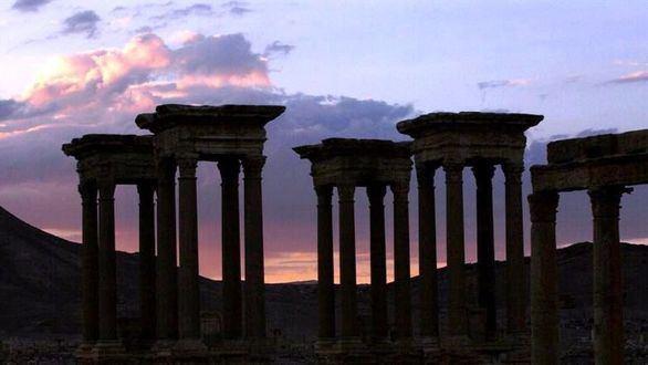 Fotografía de archivo del Tetrapilón de Palmira, monumento formado por 16 columnas, Patrimonio Mundial de la Unesco.