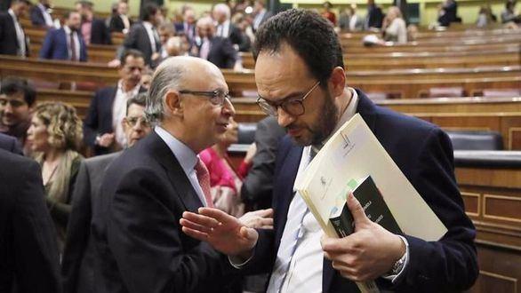 Un PSOE atenazado comunica al Gobierno que no apoyará los PGE