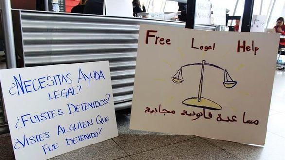 Un juez suspende el veto migratorio: las aerolíneas ya aceptan pasajeros