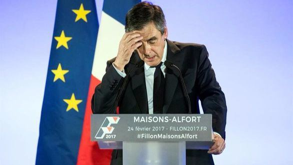 Fillon anuncia que no se va pese a su imputación