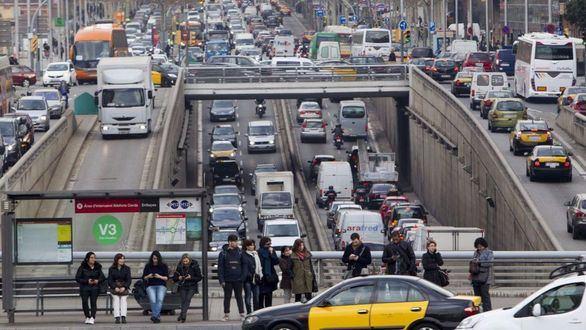 Los coches de más de 20 años no podrán circular por Barcelona en días laborables
