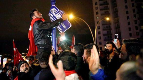 Turquía anuncia represalias contra Holanda