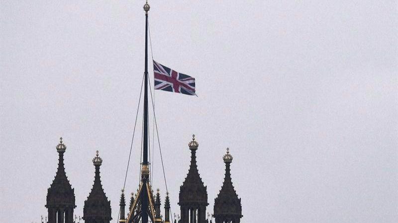 Los tuits del día. Minuto de silencio por las víctimas en Londres