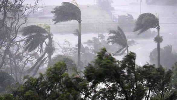 La fuerza del ciclón Debbie azota Australia con vientos de 270 km/h