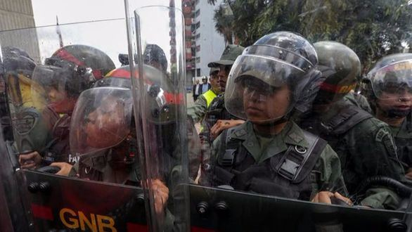 La oposición pide al Ejército que impida el golpe de Estado