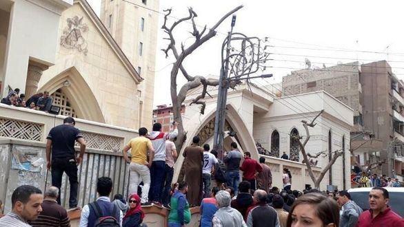 Más de treinta muertos en dos atentados contra iglesias coptas en Egipto