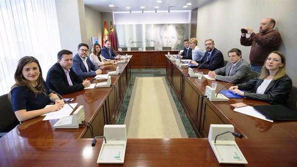 Cs y PP chocan por la eliminación de los aforamientos en Murcia