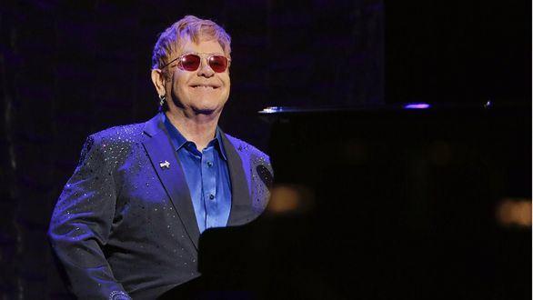 Elton John cancela su gira en EEUU por una infección
