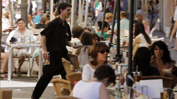 Histórica bajada mensual del desempleo, que cae a 3,5 millones