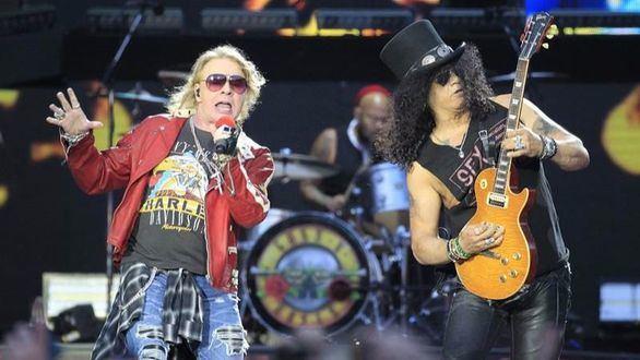 Guns & Roses sacian la nostalgia de Madrid con una orgía de rock