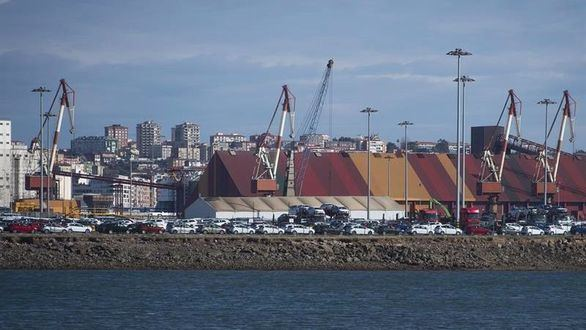 La actividad portuaria se mantiene pese a la huelga de estibadores