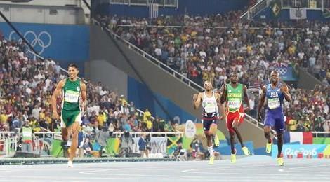 Van Niekerk destroza el récord de Michael Johnson en 400 metros