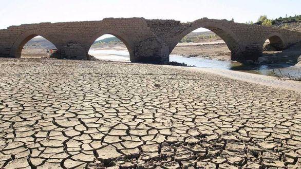 La ola de calor y la ausencia de precipitaciones abrasan España