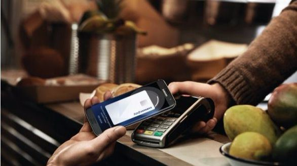 Sencillo y seguro, el servicio de pago por móvil que lanza Santander con Samsung Pay