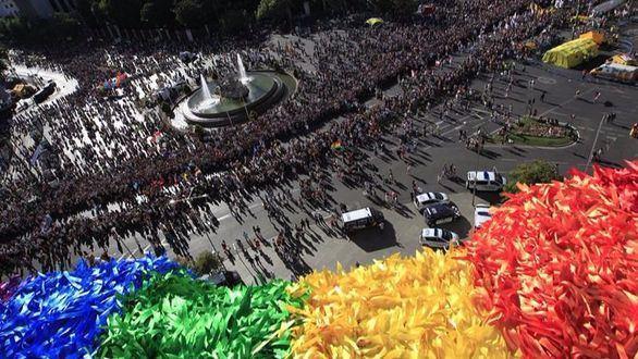 Multitudinaria manifestación en Madrid por la celebración del Orgullo Gay