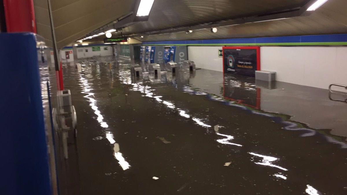 Las fuertes lluvias en Madrid dejan carreteras, hospitales y Metro inundados