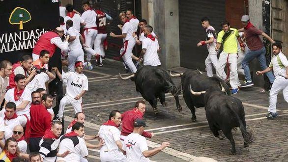 Sanfermines. Los toros de Jandilla 'vuelan' en un encierro roto